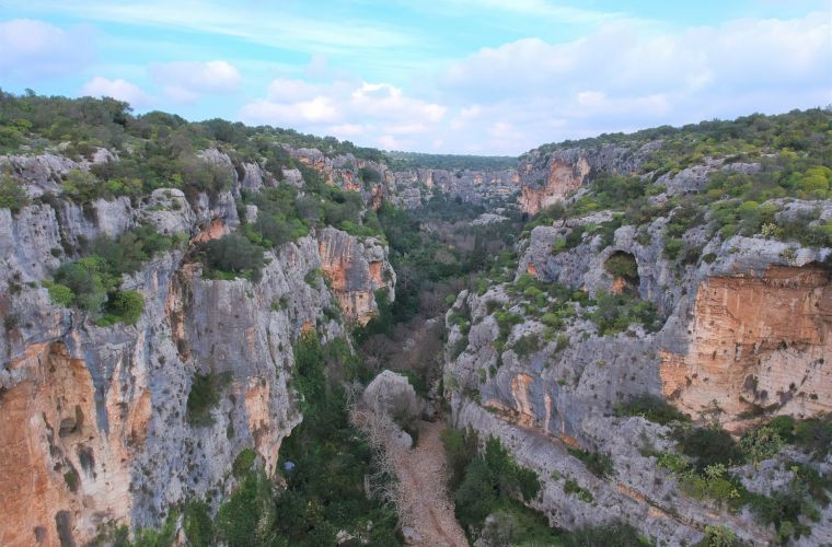 Cava d'Ispica: inside the canyon