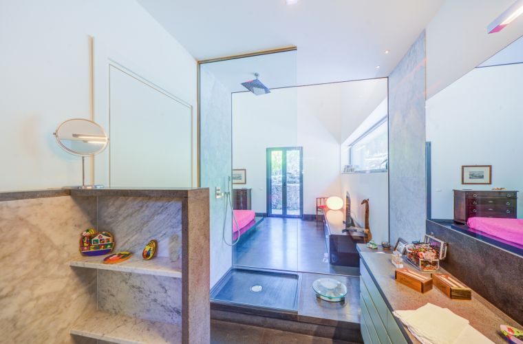 Bathroom is characterizes by a huge window containing a large, comfortable and extremely relaxing shower