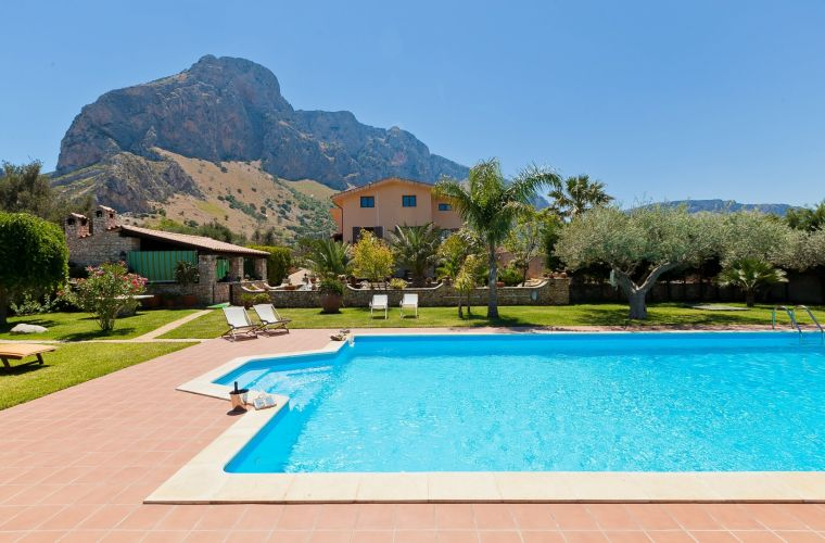This Sicily villa in Palermo area, is located in Cinisi and has a great view on the Castellammare gulf.