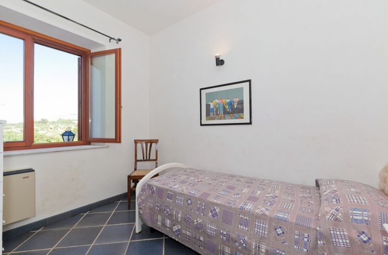 On the ground floor there are two bedrooms, one double bedroom and one single bedroom. The bathroom is with shower.