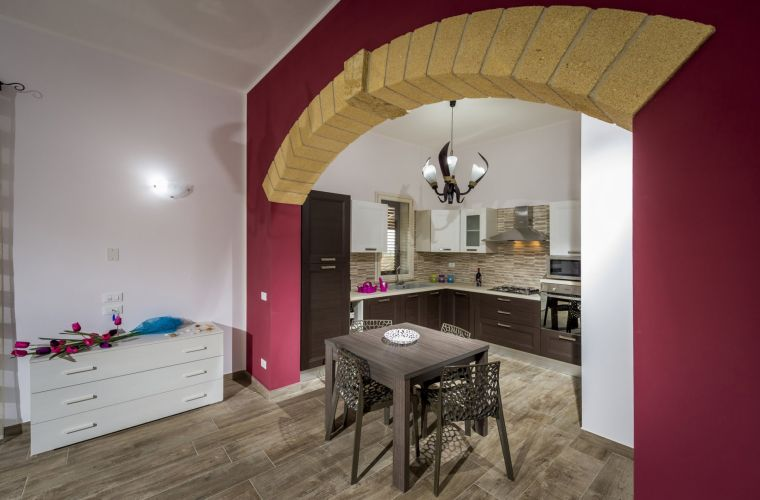 The newly built property, was realized using local and traditional Sicilian materials, as tuff and wood that make the rooms warm and cozy.