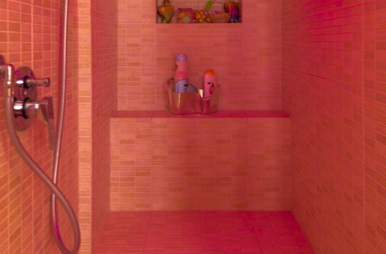 Bathroom with shower big size and sitting with chrome therapy