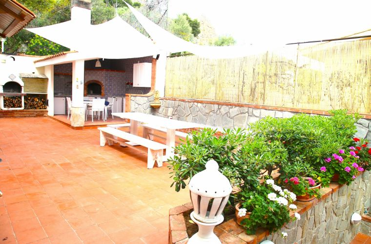 Outdoor kitchen with wood oven for pizza, washing machine and barbecue