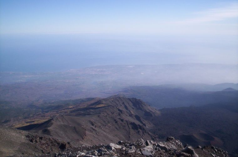 Etna is a destination in the destination and travelers often come to Sicily just for her, to see her at least once in her life. His visit is one of the Sicilian experiences not to be missed: extinct craters, caves, woods, lava flows, houses submerged by m