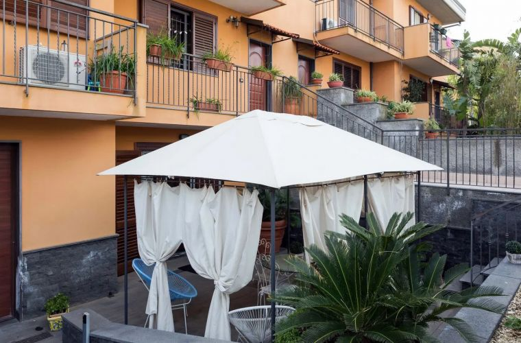 The appartment is located only 5 minutes away from the center of the important city of Catania
