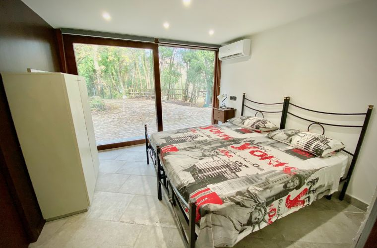 Double bedroom on the ground floor, with a view over the park