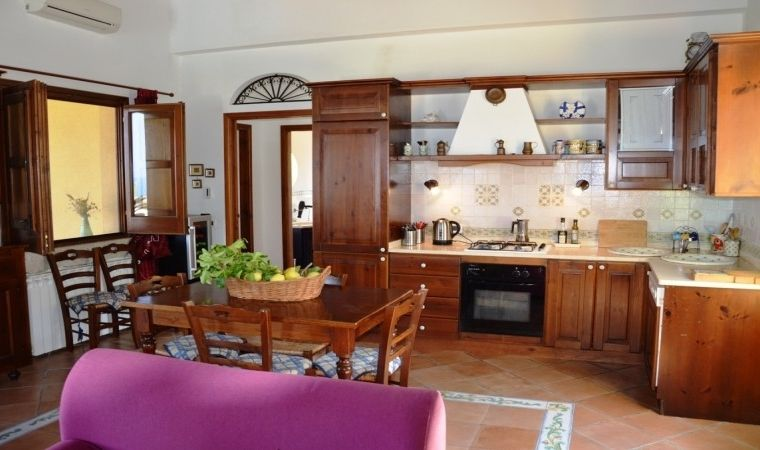 The elegant and fully equipped kitchen