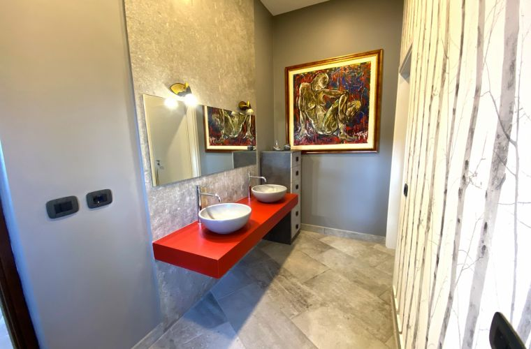The elegant double bathroom