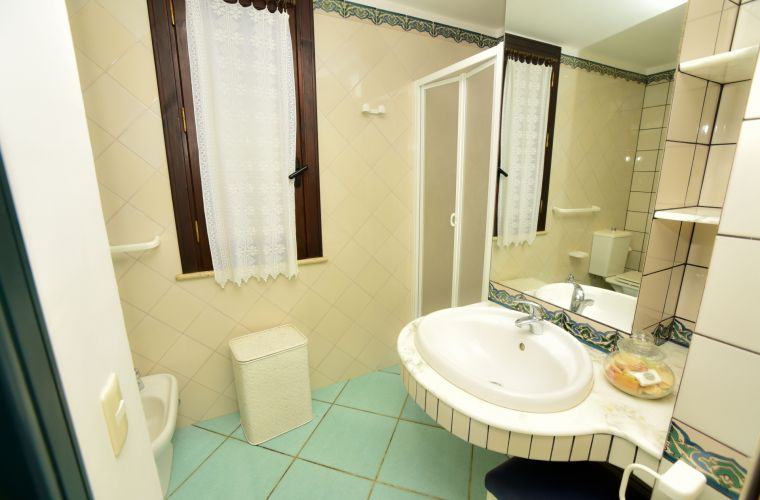 Elegant bathrooms, clean and new