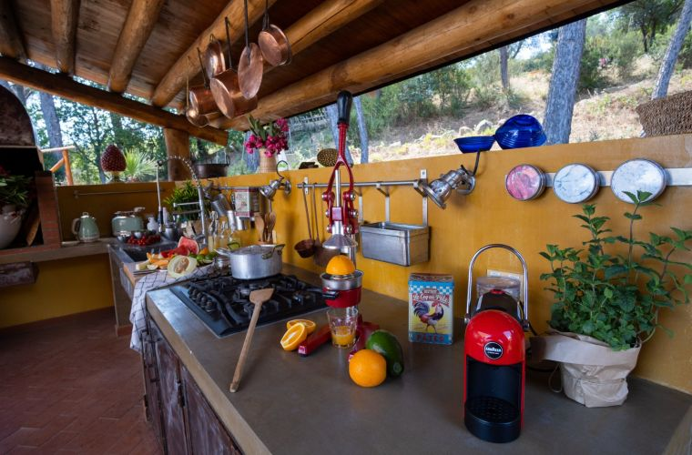 Outdoor kitchen and local organic products