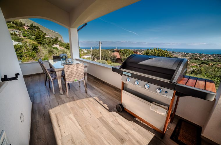 Fish or meat: BBQ facing the Mare Nostrum