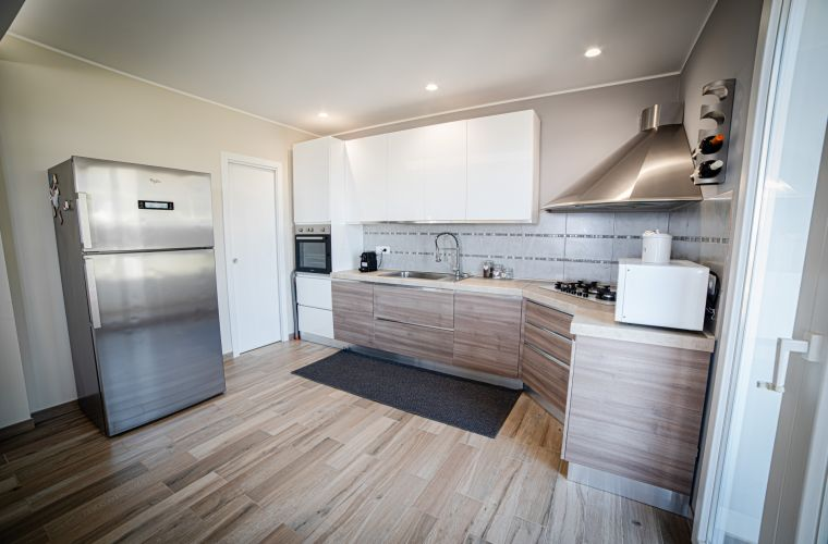 We also find: an equipped and bright kitchen, a double bedroom with en-suite bathroom, two other double bedrooms and two bathrooms.
