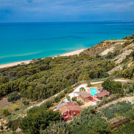 It boasts an enchanting view of the African sea, as is Mediterranean called on this side of Sicilia