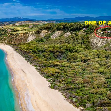 The golden beach, just 600 meters away from the house, is awarded repeatedly with the Blue Flag: A Paradise that you will never forget