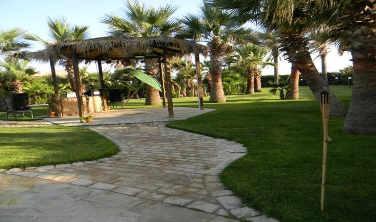 Path and gazebo between the pool and the beach