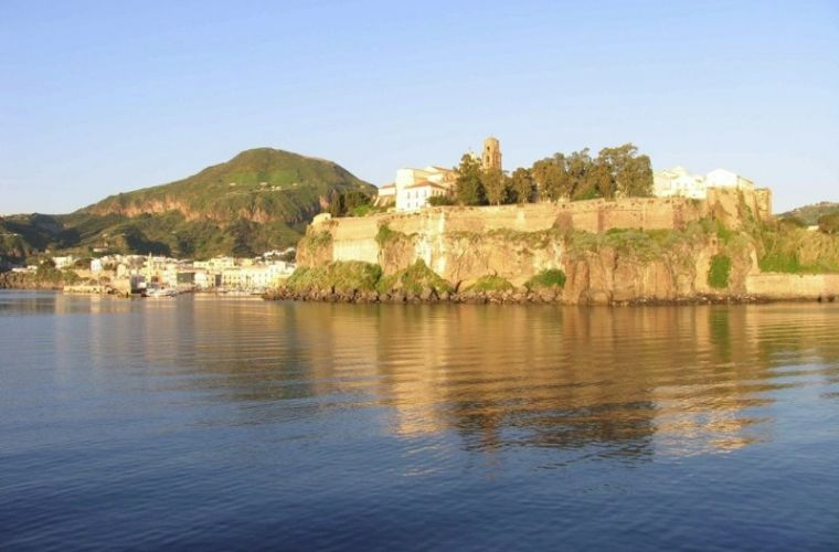 69-lipari-the-castle