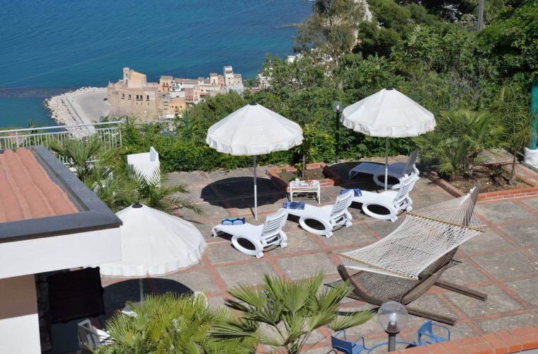 Its privileged position offers to the guests a wonderful view over the whole Gulf of Castellammare, a panorama without parallel.