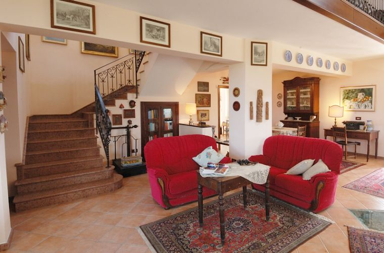 Every room of the villa reflects the owners' good taste who have overseen all aspects and details of the property.