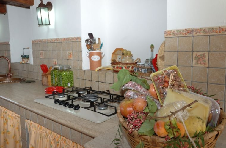 The kitchen is also spacious and bright and it has the typical Santo Stefano di Camastra majolica tiles.