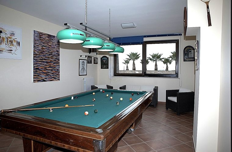 Pool, tennis-court, sea view, fitness area, billard table