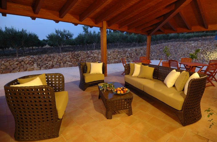 The villa is surrounded by large covered verandas, where you can stay in complete relax