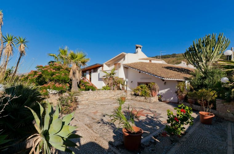 The villa is surrounded by a beautiful garden with the presence of typical Mediterranean plants