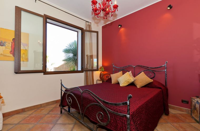 The bedrooms are four, two double bedrooms and two twin bedrooms.