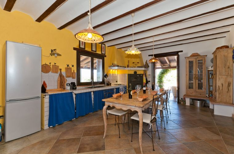 The kitchen is very functional, built of masonry elements and typical Sicilian majolica tiles, and it is equipped with all the kitchen appliances, including a wood-burning oven, used to prepare the typical dishes of Sicilian tradition.