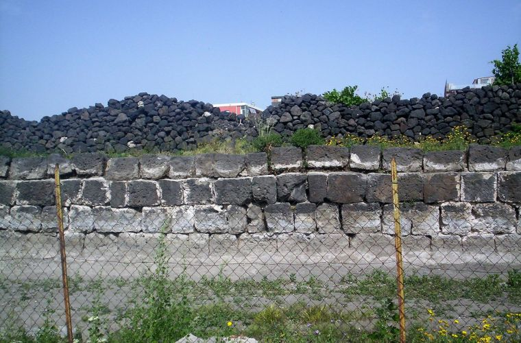 Adrano, city walls