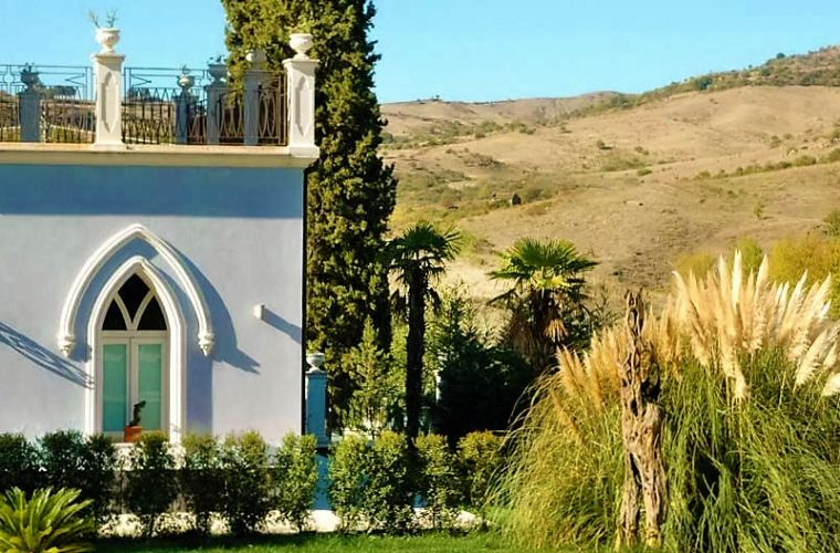 The villa is 3 km's away from the centre of Francavilla