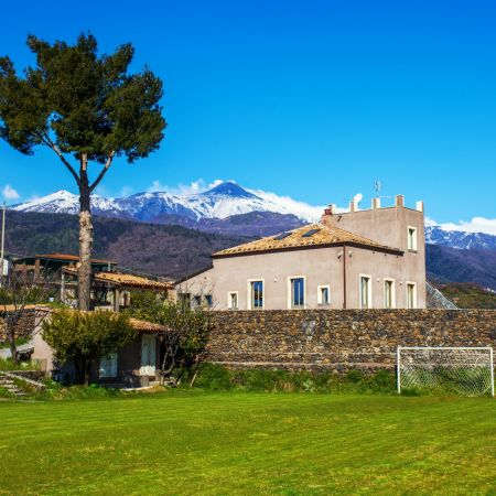 The house, the tower and the Queen of Sicily: Etna