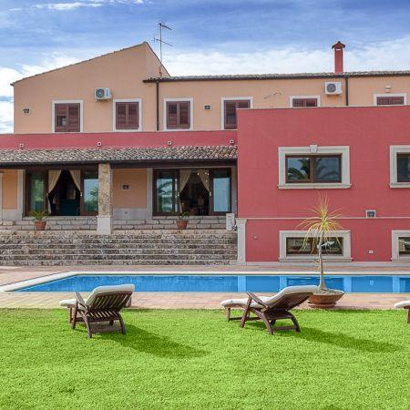 Lawn pool, facade