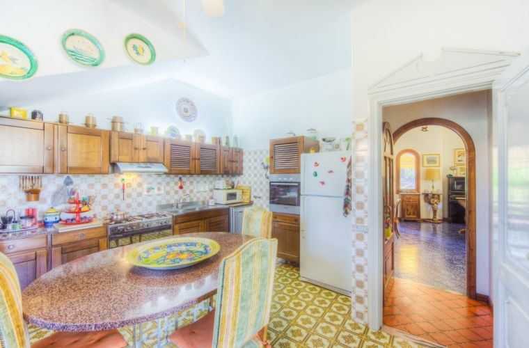 The spacious and fully equipped kitchen