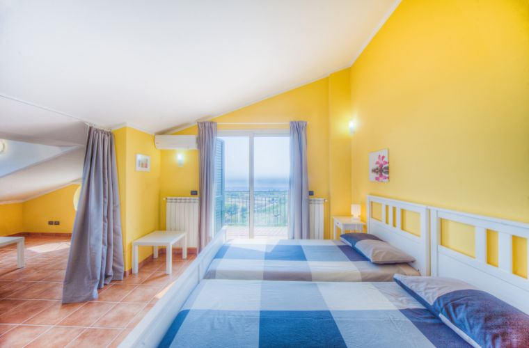Familiar room (twins and double sofa bed) with sea view