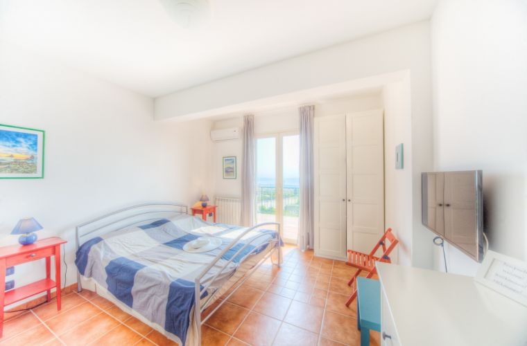 Double with en suite and ocean view on the ground floor