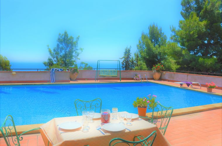 Meal by the pool: you are in Catania area, enjoy pasta alla Norma, granita and fish