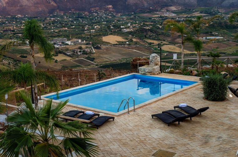 The property is the ideal accommodation for tourists and it's the perfect spot for visit the beautiful landscape of Western Sicily