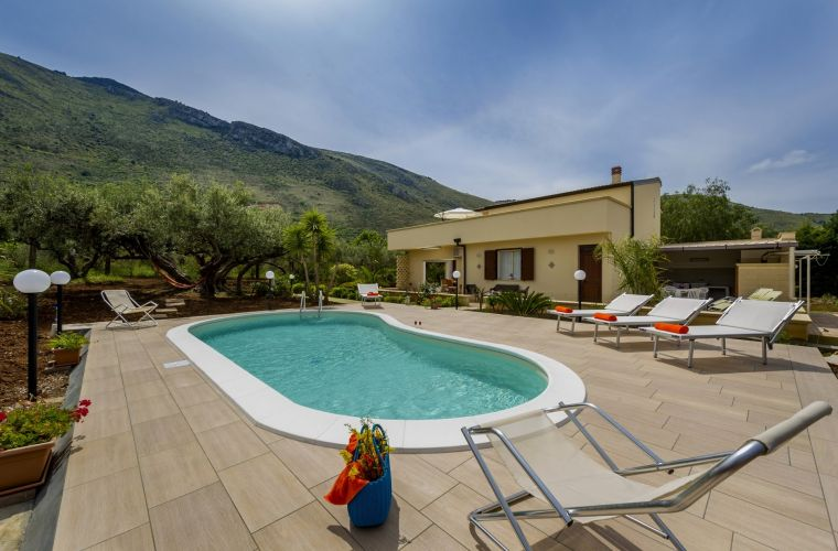 A lovely Sicily villa in Castellammare del Golfo. It is about 3 km's far from the town where you can find basic services