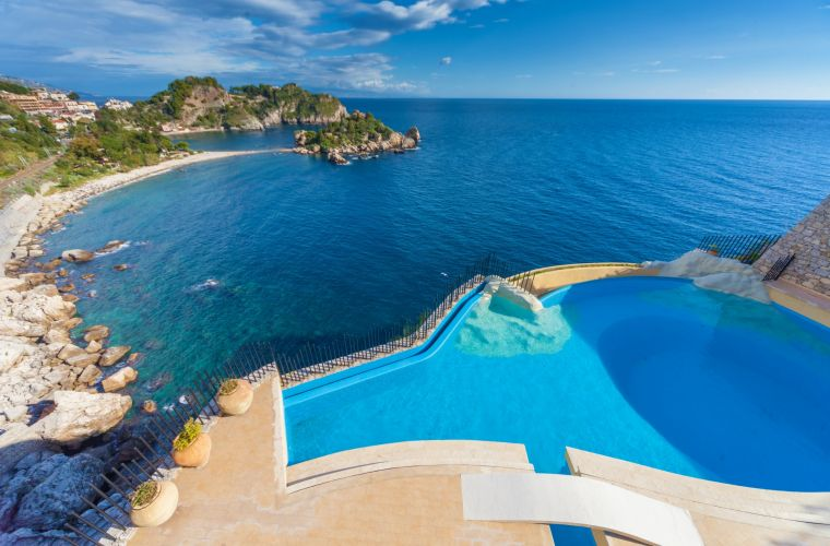 The stylish pool and Isola Bella