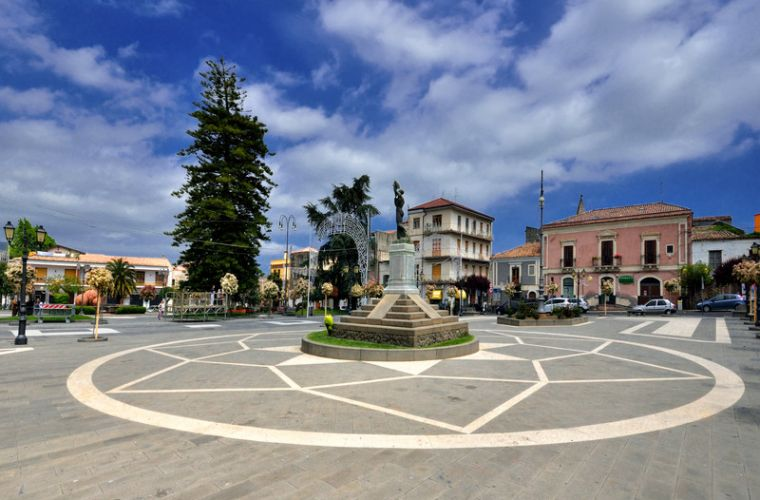 Trecastagni 1km is one of the nicest towns in the Etna park, renowned for its aristocratic architecture.