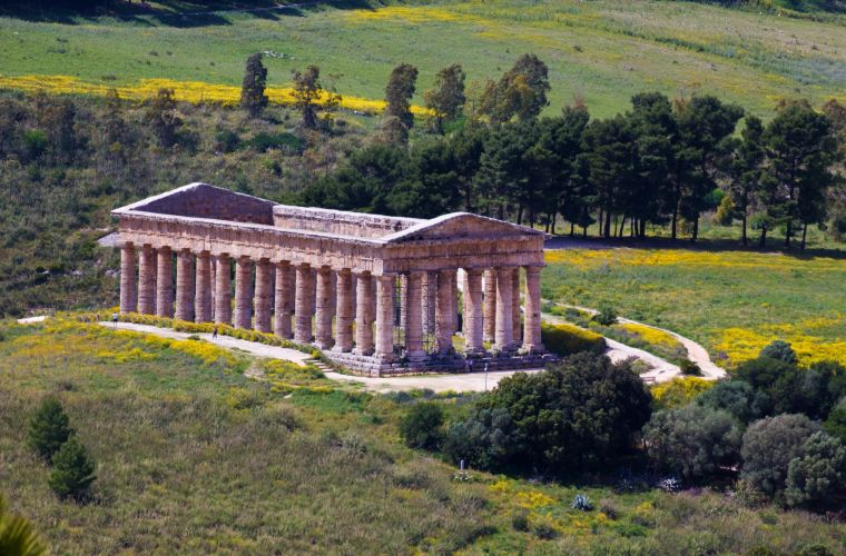 Segesta (25 km's): temple, castle, mosque.