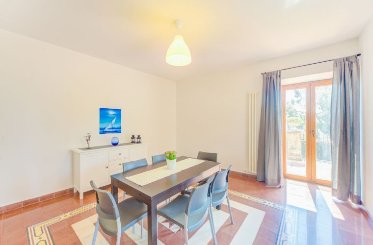 Walking distance house from the center of Gravina di Catania