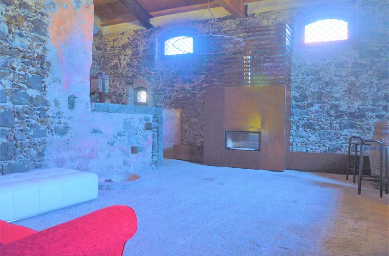 Wellness cave, fireplace