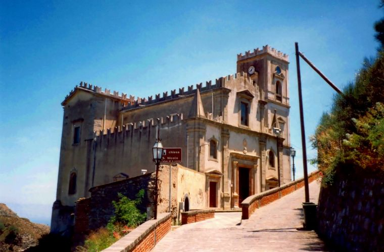 Savoca (20 km's), both renowned to have been the main spot of the movie The Godfather.