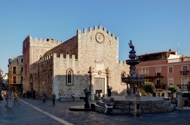Taormina (5 kms), an evergreen location that has attracted people since the ancient times.