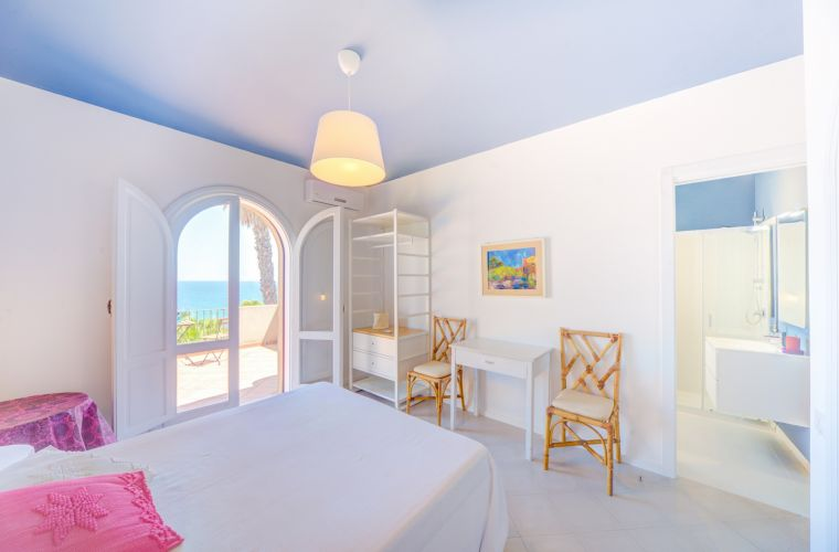 4 en-suite with sea view