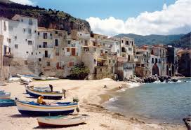The sea, of course, is that one of Cefalù (40km's), a Madonita town by the sea where you can admire masterpieces as the Norman Cathedral (XII century) such as the Rocca, a sort of gigantic stone that spreads from the middle of the town and where you can a