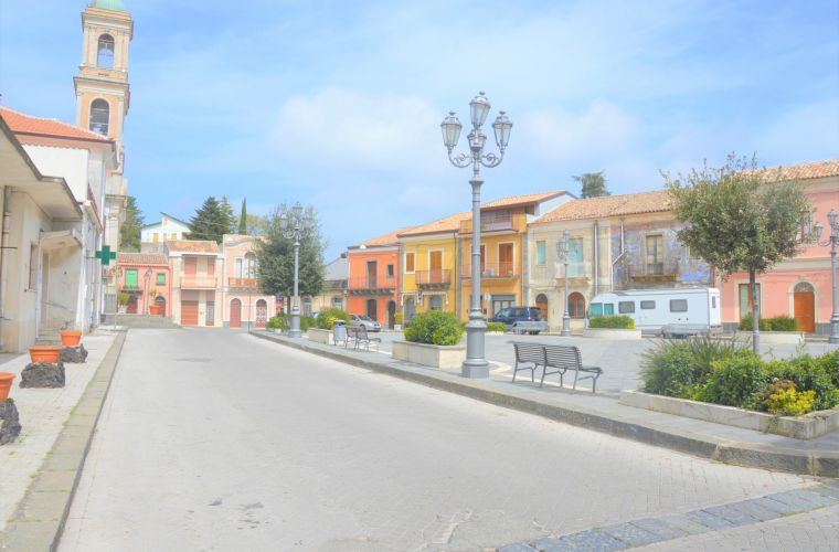 Presa (1 km) is a romantic village located between Etna park and Taormina.