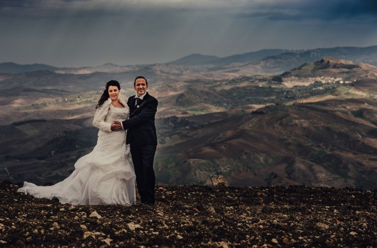 Sylvia and Giuseppe: a wedding in the inland, surrounded by the grain fields!