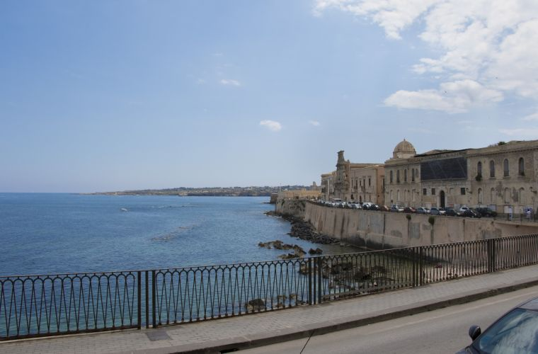 These two apartments are situated at the promenade of Ortigia island, the antique and characteristic part of beautiful Syracuse.